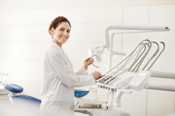 Leczenie zębów u miłego stomatologa w Szczecinie